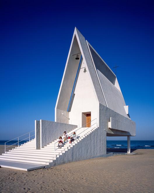 Chen_Hao 13 Impressive Chapels from Around the World Architecture
