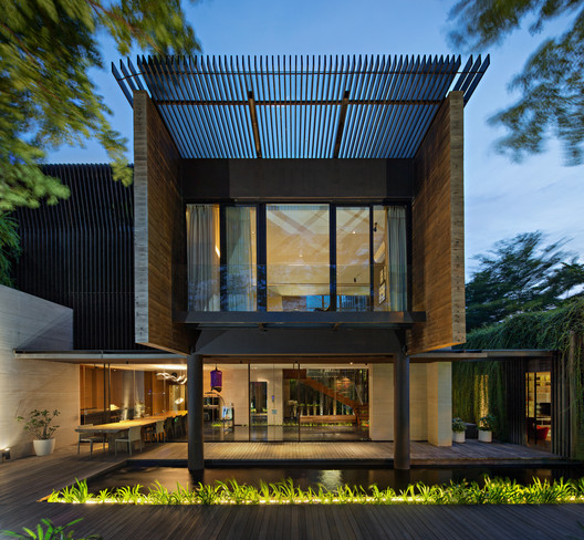 MWP_0784-Edit-Edit A Box in Disguise / Wahana Architects Architecture
