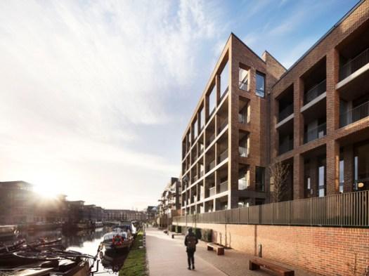 Brentford Lock West Block E / Mæ     . Image © Rory Gardiner