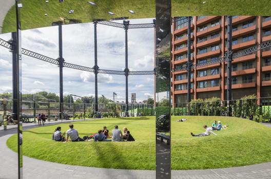 Gasholder Park / Bell Phillips Architects. Image © John Sturrock
