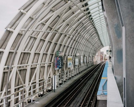 """Transit forms a large part of Ross Barney's work. Her firm, Ross Barney Architects, maintains a long-standing partnership with the Chicago Transit Authority and, in that capacity, has designed three stations for the """"L."""" The CTA Cermak-McCormick Place station was completed in 2015. Image © Whitten Sabbatini"""