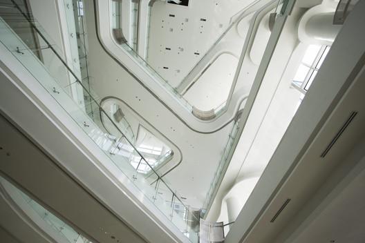Automotive_gallery_07 Andalan Automotive Gallery and Office / Studio SA_e + Sindhu Hadiprana Design Consultant Architecture