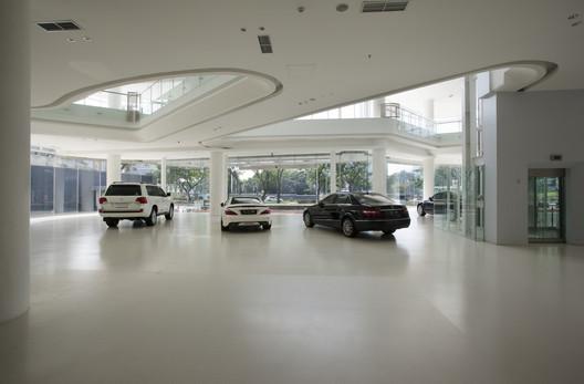 Automotive_gallery_08 Andalan Automotive Gallery and Office / Studio SA_e + Sindhu Hadiprana Design Consultant Architecture