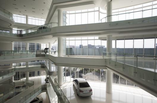 Automotive_gallery_10 Andalan Automotive Gallery and Office / Studio SA_e + Sindhu Hadiprana Design Consultant Architecture
