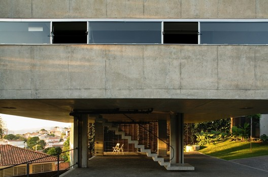 Casa e Estúdio na Vila Romana / MMBB Arquitetos. Image © Nelson Kon