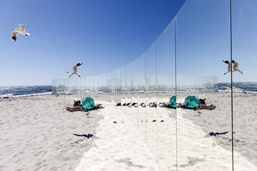 02_-_The_Desert_Island_-_Gj%C3%B8de___Partnere_Arkitekter_-_(c)_David_Dare_Parker On Cottesloe Beach, Gjøde & Partnere Arkitekter Create a Floating Desert Island for Sculpture By The Sea Architecture