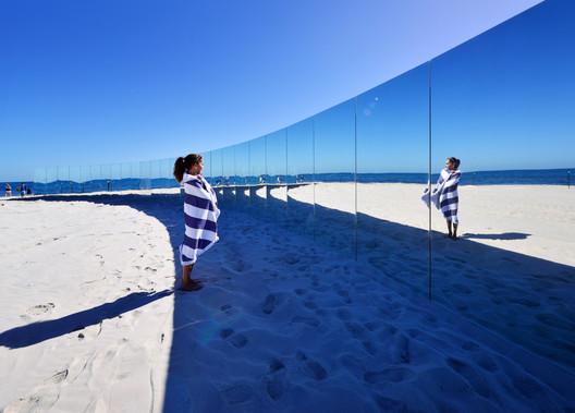 m-06_-_The_Desert_Island_-_Gj%C3%B8de___Partnere_Arkitekter_-_(c)_Clyde_Yee On Cottesloe Beach, Gjøde & Partnere Arkitekter Create a Floating Desert Island for Sculpture By The Sea Architecture