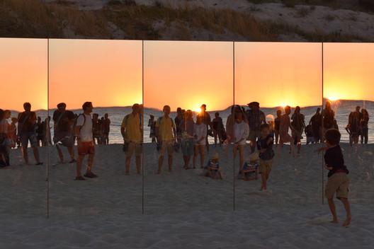 13_-_The_Desert_Island_-_Gj%C3%B8de___Partnere_Arkitekter_-_(c)_Gj%C3%B8de___Partnere_Arkitekter On Cottesloe Beach, Gjøde & Partnere Arkitekter Create a Floating Desert Island for Sculpture By The Sea Architecture