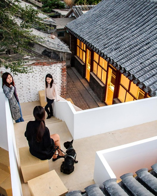 "Han Zhang along with her team at <a href=""http://www.archdaily.cn"">ArchDaily China</a>. Image Courtesy of Han Zhang"