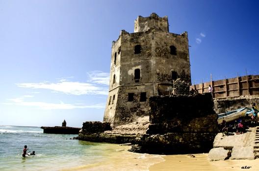 Mogadishu Lighthouse. Image via Somali Architecture