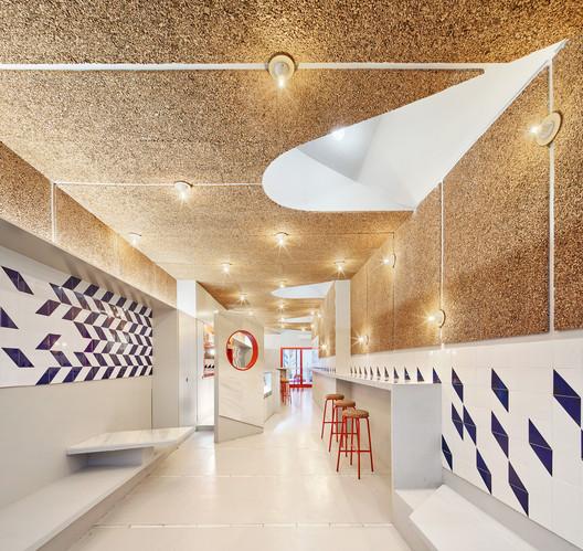 F_JosC%CC%A7_Hevia_(4) Refurbishment of Bar El Villa - Vermuteria del Mar / AMOO | Aureli Mora + Omar Ornaque Architecture