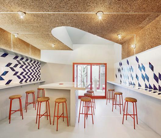 F_JosC%CC%A7_Hevia_(9) Refurbishment of Bar El Villa - Vermuteria del Mar / AMOO | Aureli Mora + Omar Ornaque Architecture