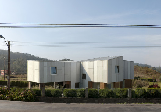 f16 House in Uxes / terceroderecha arquitectos Architecture