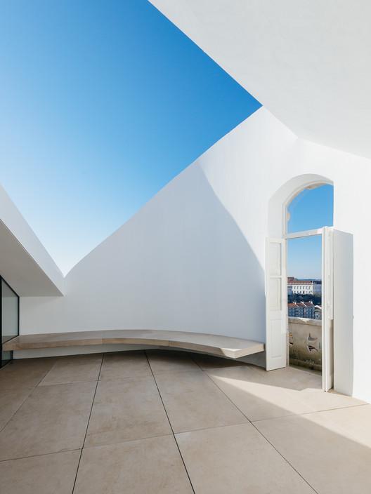 027 'Redondo' Building / Branco-DelRio Arquitectos Architecture