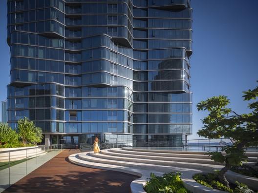 727.053 Anaha / Solomon Cordwell Buenz Architecture
