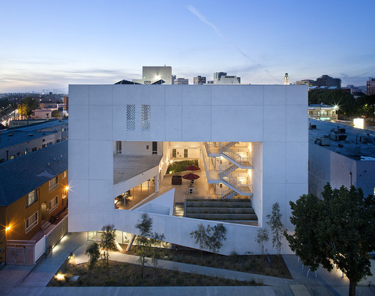 The SIX Affordable Veterans Housing in Los Angeles, California US / Brooks + Scarpa. Image © Tara Wucjik