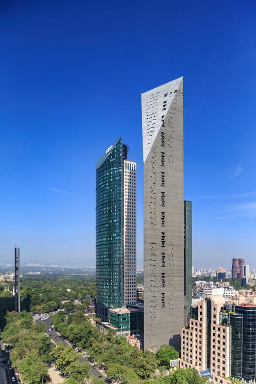 Torre Reforma in Mexico City, Ciudad de Mexico, Mexico / L. Benjamin Romano. Image © Alfonso Merchand