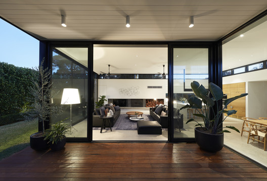 30321 Light Box / Damon Hills + Finnis Architects Architecture