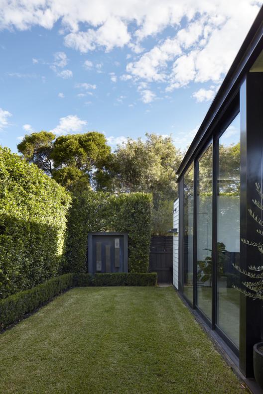 30325 Light Box / Damon Hills + Finnis Architects Architecture