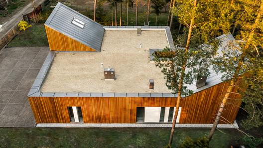 FOREST_HOUSE_DRONE_PHOTO_(2) Forest House in Kuźnica Kiedrzyńska / grupaVERSO Architecture
