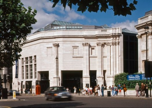 Venturi and Scott Brown's addition to the National Gallery, London. Image © Timothy Soar