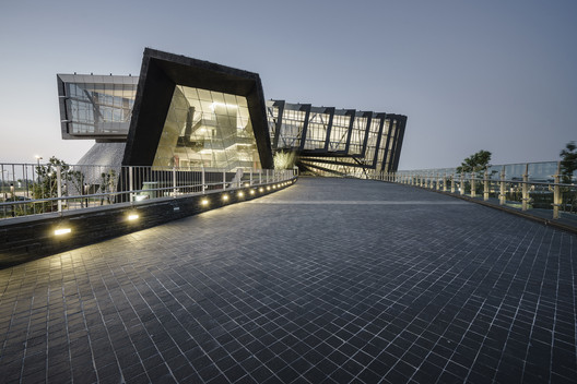 04_Palace_Museum_Southern_Branch_Entrance_path Southern Branch of Taiwan Palace Museum / KRIS YAO | ARTECH Architecture