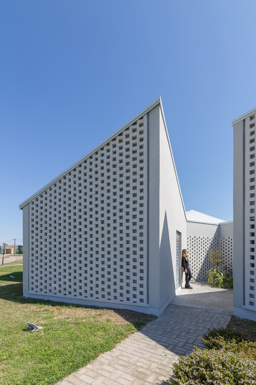 Casa_Inclompleta_WEB_%C2%A9_Ramiro_Sosa_(2) Incomplete House / estudio relativo Architecture