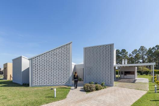 Casa_Inclompleta_WEB_%C2%A9_Ramiro_Sosa_(1) Incomplete House / estudio relativo Architecture