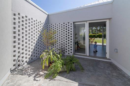 Casa_Inclompleta_WEB_%C2%A9_Ramiro_Sosa_(23) Incomplete House / estudio relativo Architecture