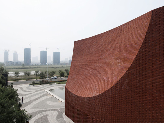 Facade Texture and Cambered Surface. Image © Qiang Zhao