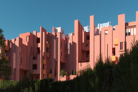 53e68c7146858b3f1a31a315_rw_1920 Ricardo Bofill's La Muralla Roja Through the Lens of Andres Gallardo Architecture