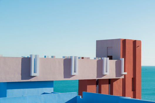 c2471a9674c8ca168de58c29_rw_1920 Ricardo Bofill's La Muralla Roja Through the Lens of Andres Gallardo Architecture