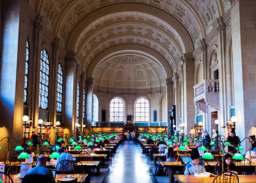 Boston Public Library. Image © <a href='https://upload.wikimedia.org/wikipedia/commons/c/c7/Boston_Public_Library_Reading_Room.jpg'>Brian Johnson</a> licensed under <a href='https://creativecommons.org/licenses/by-sa/3.0/'>CC BY-SA 3.0</a>