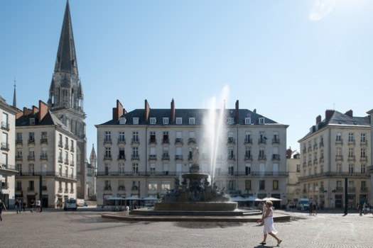Sortie de Fontaine by Michel Blazy at the Place Royale. Image © Martin Argyroglo and LVAN