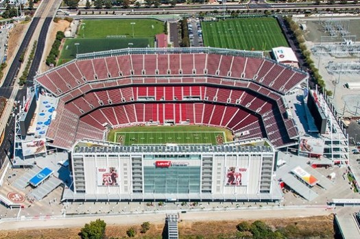 © <a href='https://commons.wikimedia.org/wiki/File:Levis_stadium_aerial.jpg'>Palonsotcco</a> licensed under <a href='https://creativecommons.org/licenses/by-sa/4.0/deed.en'>CC BY-SA 4.0</a>