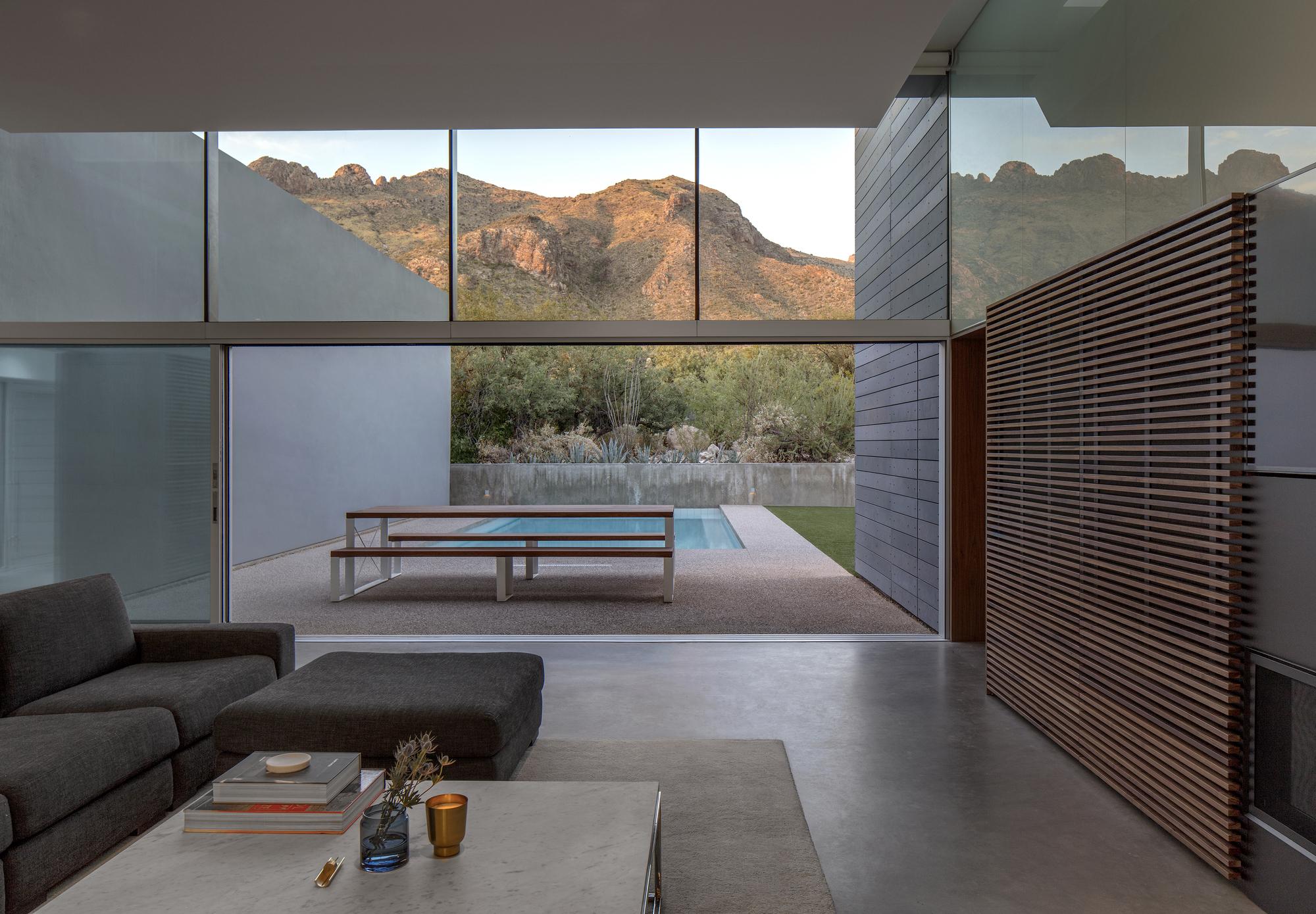 the living room with sky bar %e4%b8%80%e4%bc%91 glass cabinets for https www archdaily com 886261 residence zeta peruzzo 29025 livingroomdetai jpg 1532446911