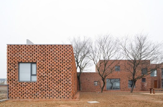 <a href='https://www.plataformaarquitectura.cl/cl/02-88619/casa-ladrillo-azl-architects'>Casa Ladrillo / AZL architects</a>. Image © Iwan Baan