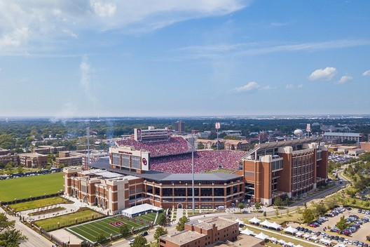 25. Gaylord Family Oklahoma Memorial Stadium / Norman, Oklahoma, USA. Image via wikimedia user Toniklemm. Licensed under CC BY-SA 4.0