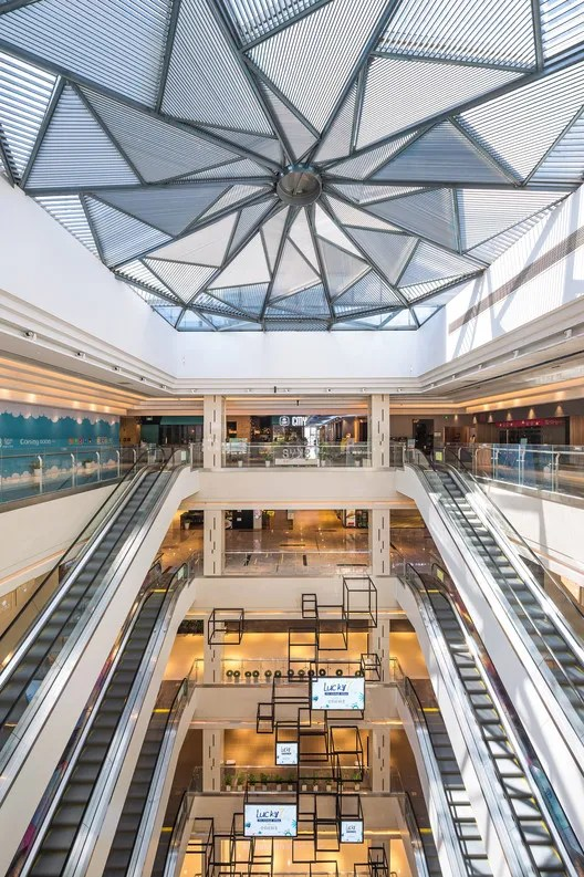 Mall atrium. Image © Tianpei Ceng