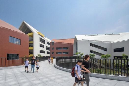 Corridor With Double-deck Transportation. Image © Shengliang Su