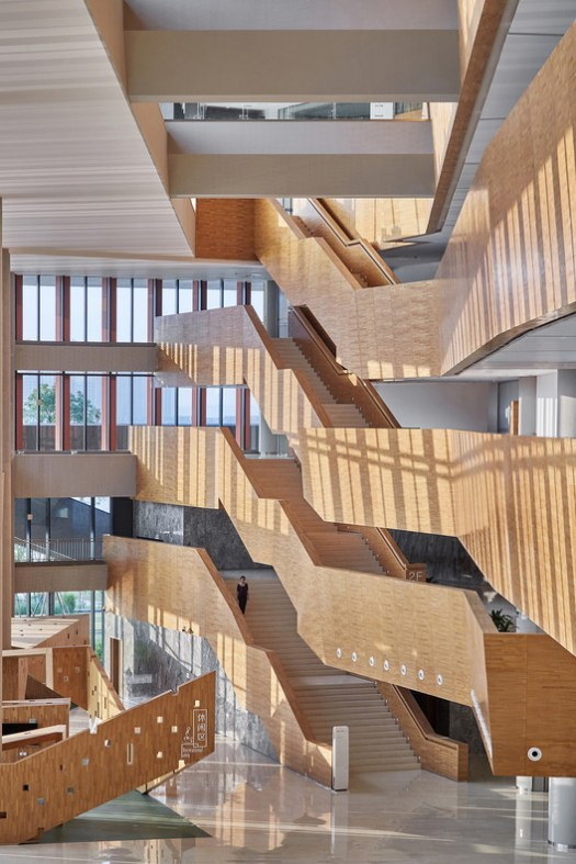 Northern side stairs. Image © Bin Zhao (Unique Architecture Photography)