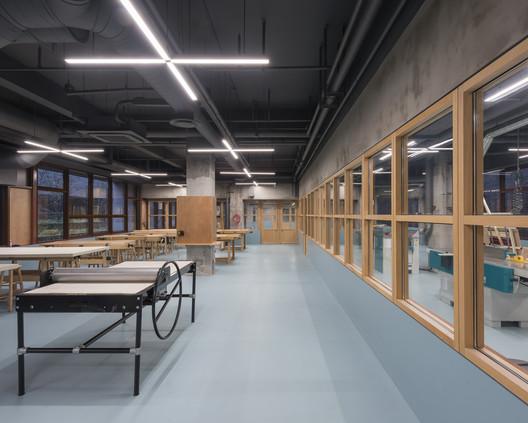 BRIDGE-735-X B Campus / AIM Architecture Architecture