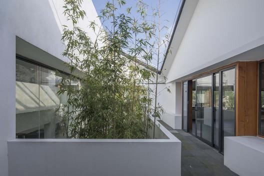 2F patio. Image © FangFang Tian
