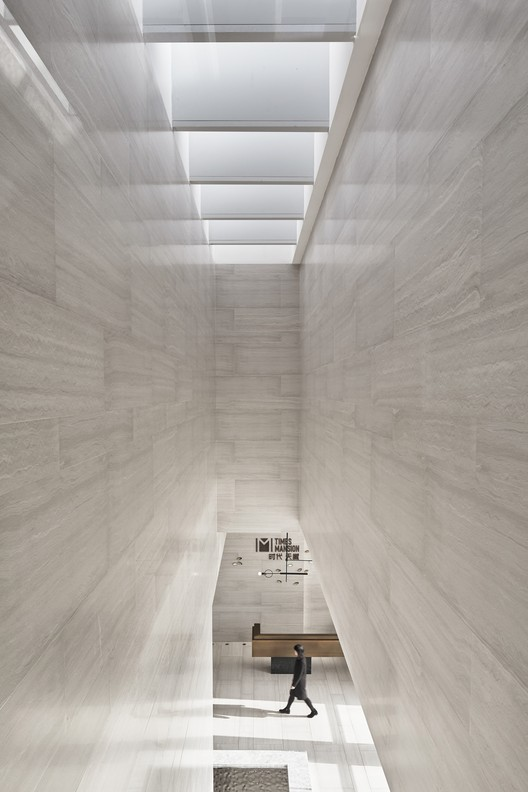 Looking back at the second floor of the reception hall of Light, the poetic expression of light and shadow space and materials. Image © Jianghe Zeng