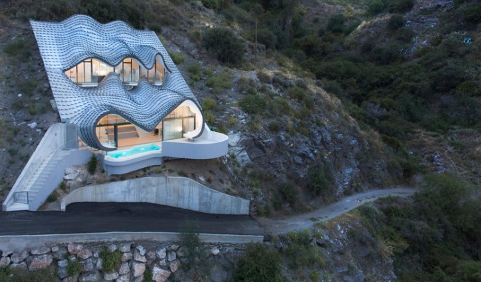 The House on the Cliff / GilBartolome Architects. Manufactured by elZinc. Image © Jesús Granada