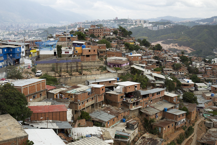 """Latinoamérica y el Caribe en tiempos de pandemia, Proyecto """"La Nube"""" en Caracas, Venezuela<a href='http://https://www.plataformaarquitectura.cl/cl/917568/vivienda-social-en-latinoamerica-secuencia-de-diseno/5cf18a1f284dd14f3800011f-vivienda-social-en-latinoamerica-secuencia-de-diseno-foto'>undefined</a>Proyecto """"La Nube"""" en Caracas, Venezuela. Image © Miguel Braceli"""