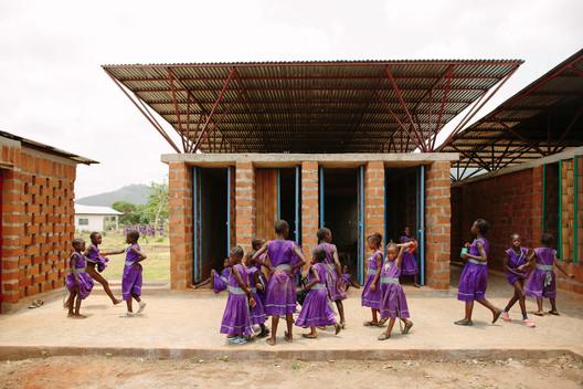 Community Primary School for Girls / Orkidstudio © Peter Dibdin