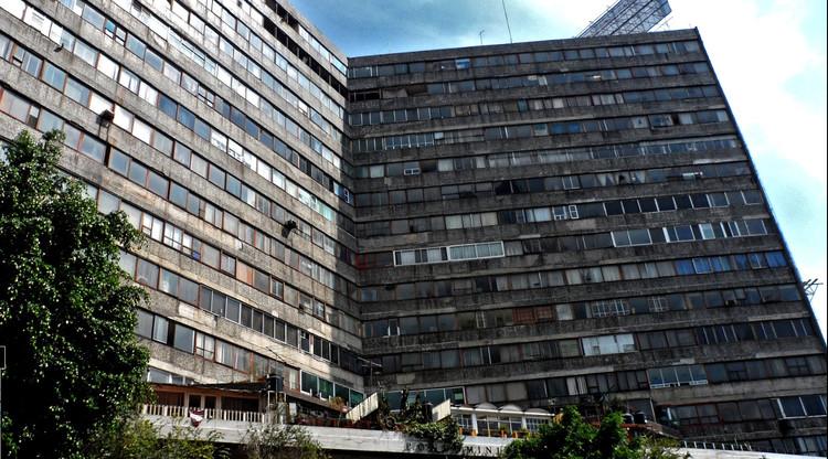 """Edificio """"Canadá"""" dañado en el terremoto de 1985 en la Ciudad de México actualmente abandonado. Image © Google Maps"""