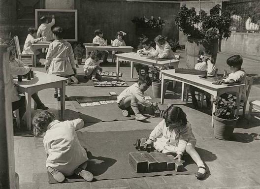 Photo: 1932 Escuela Montessori, Barcelona. Montessori, M. (1965) Dr. Montessori's Own Handbook. New York: Schocken Books. Image via @montistory101