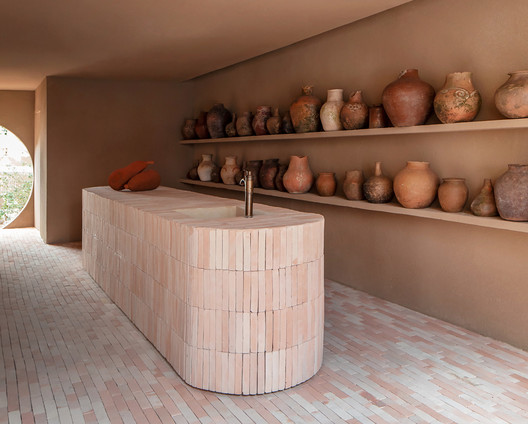 Dois Trópicos Shop / MNMA studio. Image © André Klotz